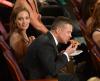 Brad Pitt zajada się pizzą na Oscarach