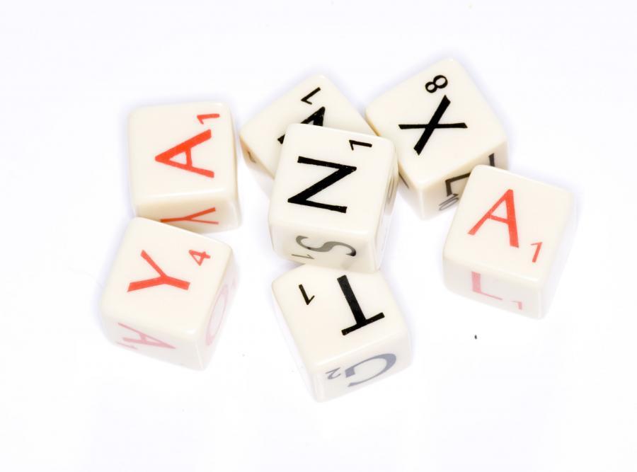 12. Scrabble lub inna gra planszowa