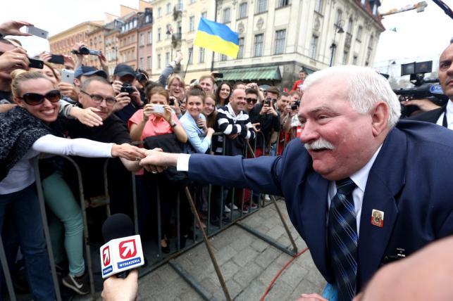 Lech Wałęsa na Placu Zamkowym