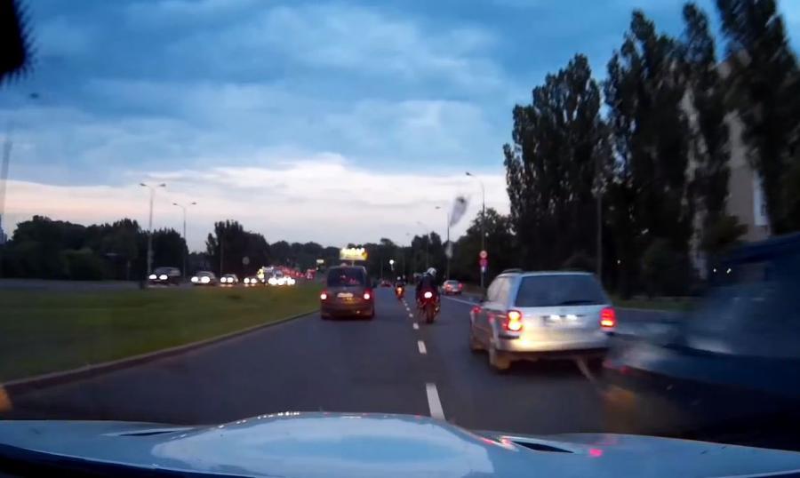 Kadr z filmu nagranego przez kierowcę BMW M3