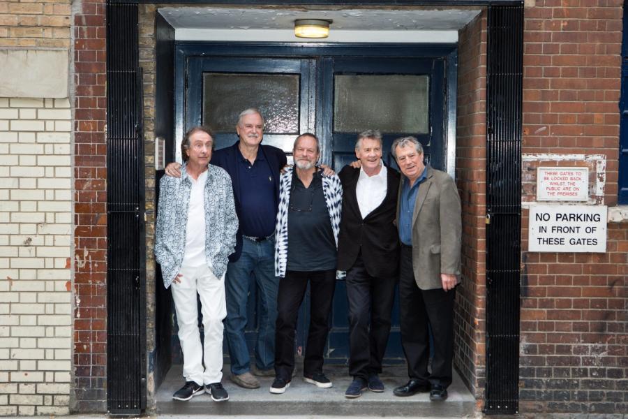 Z Monty Pythonami wystąpi Stephen Hawking, a na show zaprasza sam Mick Jagger
