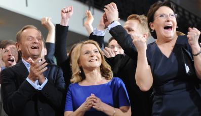 Donald Tusk z żoną Małgorzatą i Ewa Kopacz cieszą się z ogłoszonego wyniku PO w wyborach do europarlamentu w maju 2014 roku