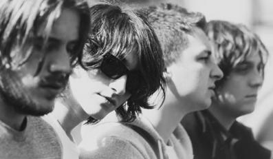 Arctic Monkeys zagrają album w Internecie