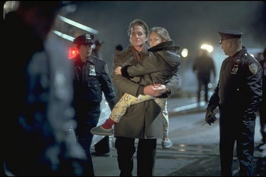 """Skye McCole Bartusiak i Michael Douglas w filmie """"Nikomu ani słowa"""""""