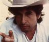 Za sztalugą stają albo stawali także chociażby Bob Dylan, Tony Bennett, Joni Mitchell, Paul Stanley z Kiss, gitarzysta Blur Graham Coxon, Robert Smith z The Cure oraz członkowie The Beatles i Rolling Stones