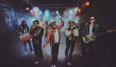Bruno Mars śpiewa i tańczy dla Marka Ronsona