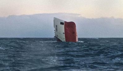 """Wrak statku """"Cemfjord"""". Zaginęło 7 Polaków i 1 Filipińczyk"""