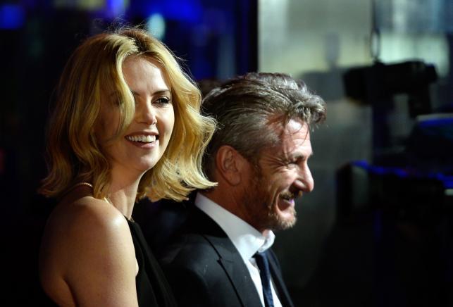 "Sean Penn i Charlize Theron na premierze filmu ""The Gunman: Odkupienie"""