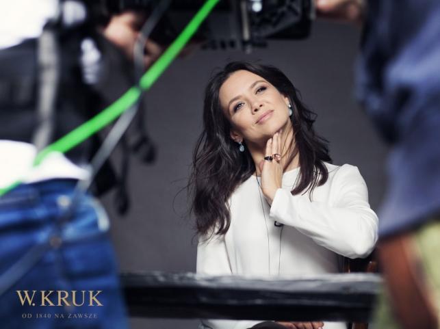 Kinga Rusin w kampanii promocyjnej biżuterii VIS dla W. Kruk
