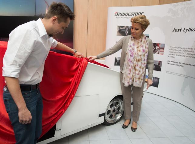 Pojazd Łódź Solar Team i Hanna Zdanowska, prezydent Łodzi