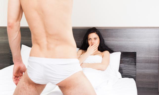 Wstydliwe łóżkowe sytuacje, których boją się kobiety. TOP 5