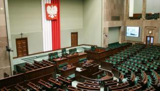 Według najnowszego sondażu, w Sejmie znalazłyby się cztery partie