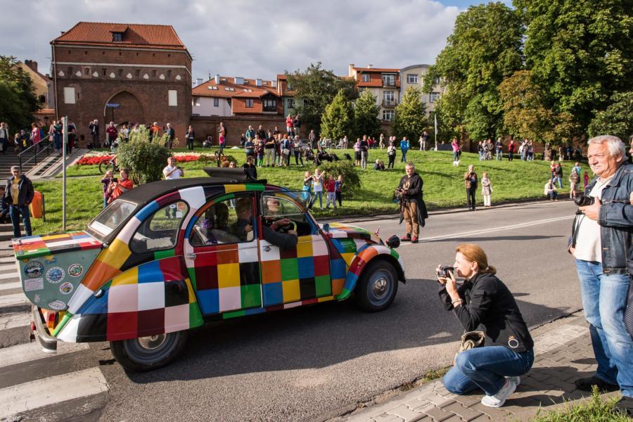 Citroen 2CV na zlocie w Toruniu