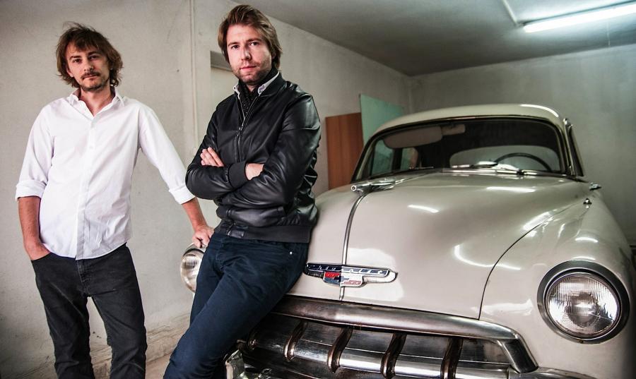Wojciech Jurecki i Michał Wróbel oraz Chevrolet Deluxe