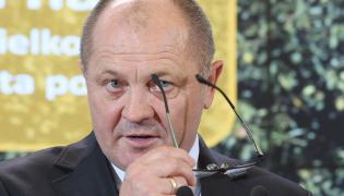 Minister rolnictwa Marek Sawicki podczas konferencji prasowej po posiedzeniu rządu