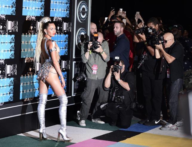 Miley Cyrus na gali MTV Video Music Awards 2015