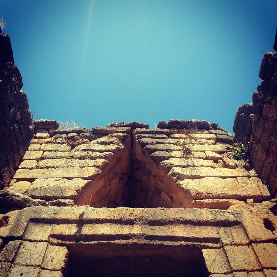 Przykład budownictwa mykeńskiego: Grób Agamemnona, czyli Skarbiec Atreusa w Mykenach