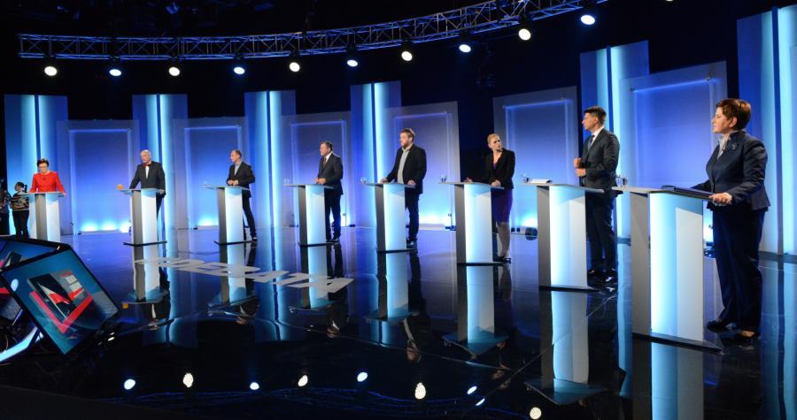 Wszyscy uczestnicy debaty w studiu TVP