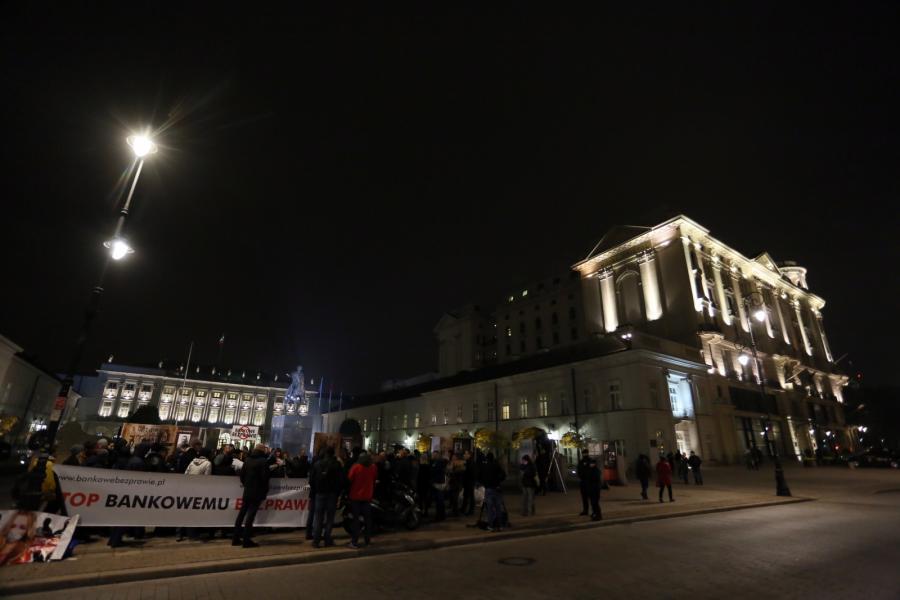 Frankowicze przed Pałacem Prezydenckim