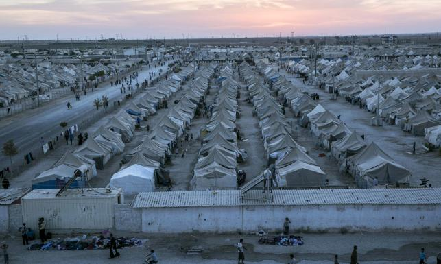 Tak mieszkają uchodźcy. Jak przetrwają zimę? ZOBACZ ZDJĘCIA
