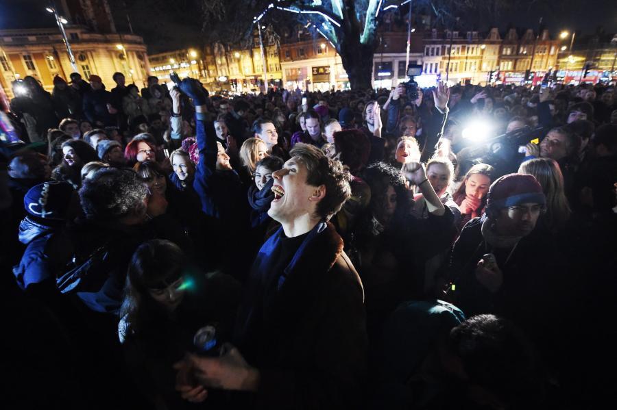 Tysiące fanów Bowiego zjechały do Brixton, gdzie się urodził, na uliczną imprezę ku jego pamięci