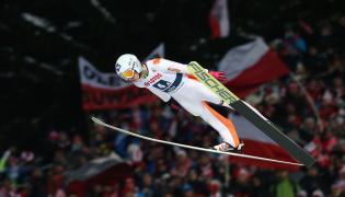 Kamil Stoch podczas konkursu drużynowego Pucharu Świata w skokach narciarskich na Wielkiej Krokwi w Zakopanem