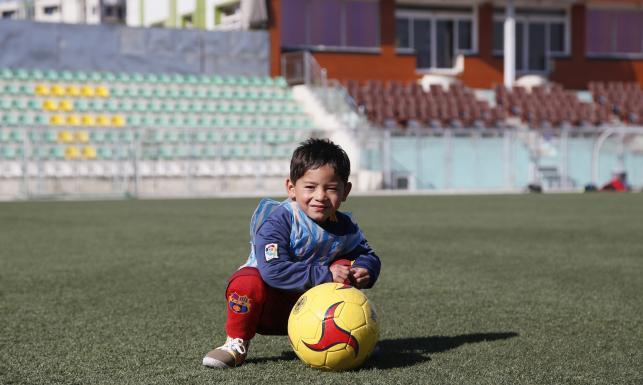 Lionel Messi spotka się z chłopcem w koszulce zrobionej z plastikowej torebki. ZDJĘCIA