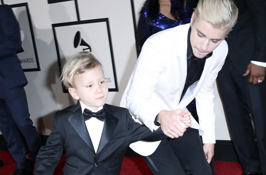 Justin Bieber z przyrodnim bratem na Grammy