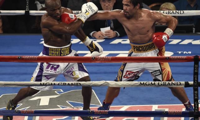 Pacquiao dwa razy posłał Bradleya na deski. Za ostatnią walkę w karierze zarobił 20 mln dolarów. ZDJĘCIA