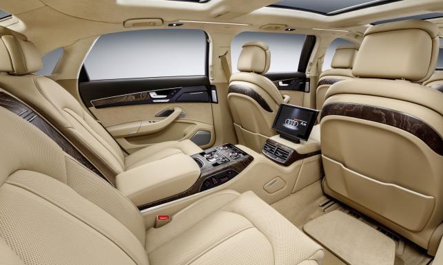 Nowa limuzyna dla prezydenta. Ma królewskie wyposażenie i trzy rzędy foteli. Pierwsze ZDJĘCIA