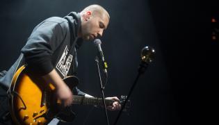 Kortez w czasie koncertu w Łodzi