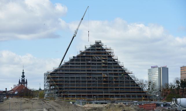Tak buduje się Muzeum II Wojny Światowej. Prezydent Gdańska apeluje o niełączenie go z inną gdańską placówką. ZDJĘCIA