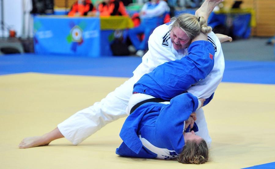 Katarzyna Furmanek (w niebieskim stroju)