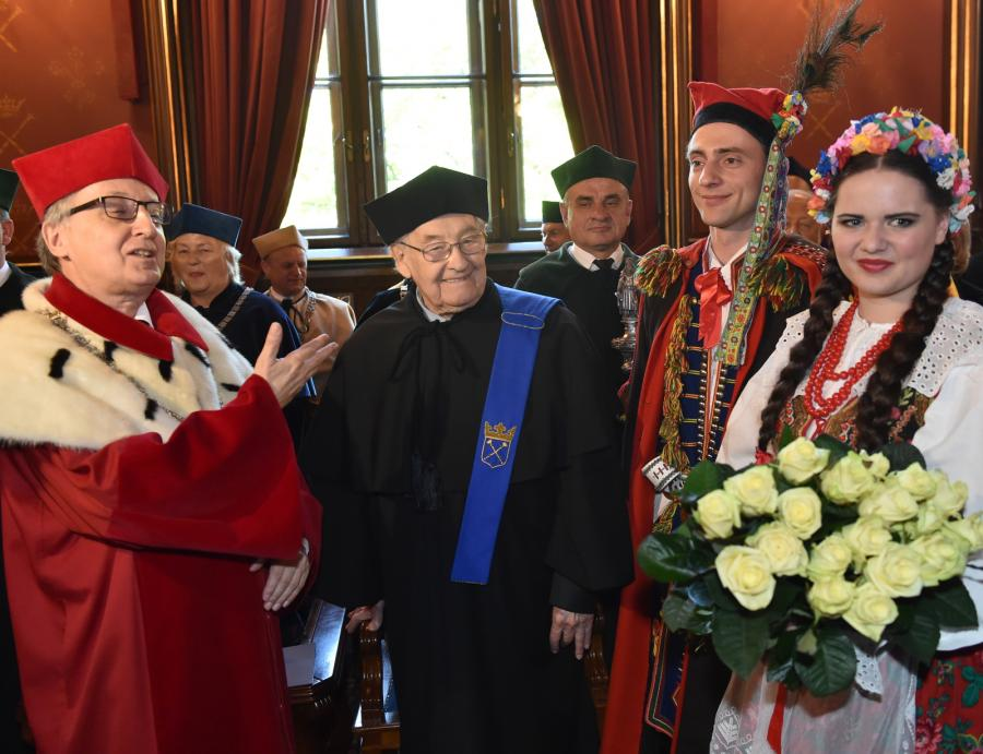 Andrzej Wajda odebrał złoty medal \
