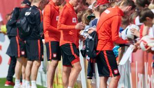 Euro 2016: Żony polskich piłkarzy nie spuszczają wzroku ze swoich mężów nawet podczas treningów