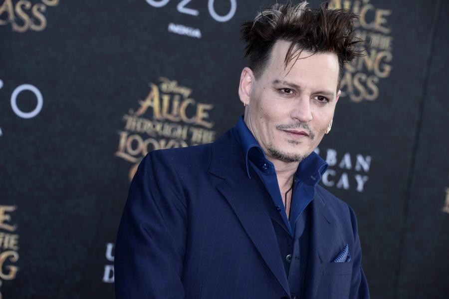 Johnny Depp gra Szalonego Kapelusznika, który jest… jeszcze bardziej zwariowany niż zwykle