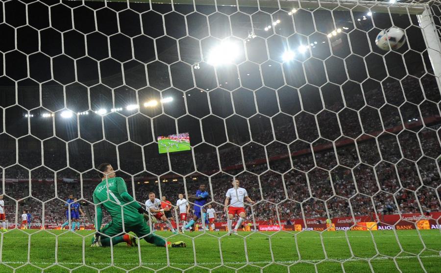 Druga bramka dla Holandii strzelona przez Georginio Wijnalduma