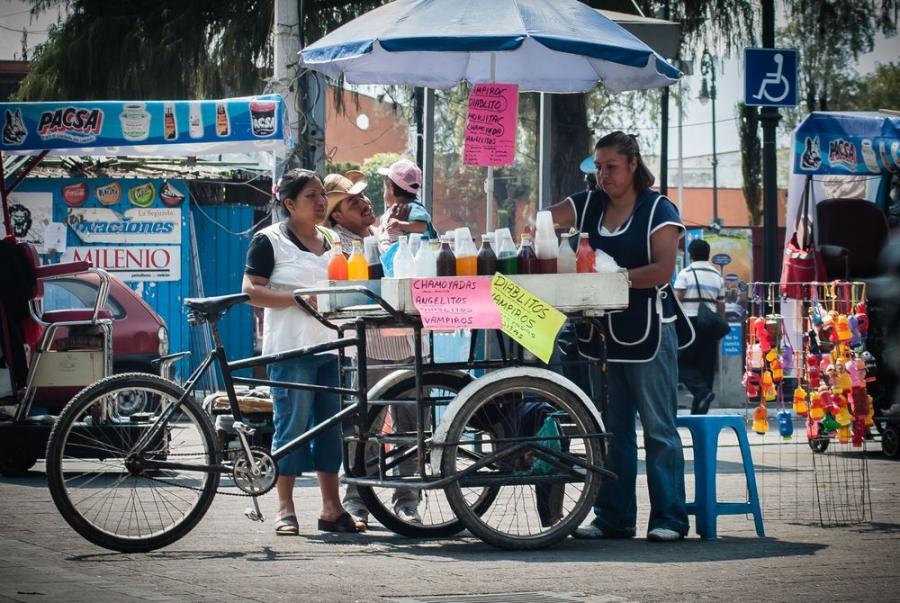 """Meksykańska restauracja mobilna; fot. T. Bogusz / """"Pirania na kolację"""""""