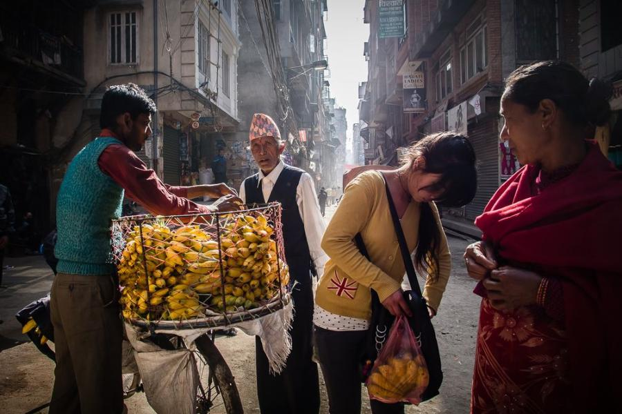 Na ulicach Katmandu, Nepal; fot. T. Bogusz / Pirania na kolację