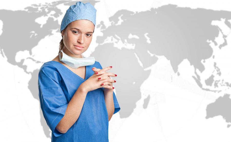 Lekarz przy mapie