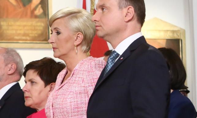 Tweedowa landrynka: ryzykowna stylizacja prezydentowej na obchodach Święta Wojska Polskiego