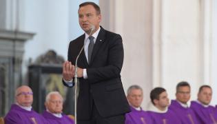 Wystąpienie prezydenta Andrzeja Dudy podczas uroczystości pogrzebowych w bazylice. W Bazylice Mariackiej w Gdańsku