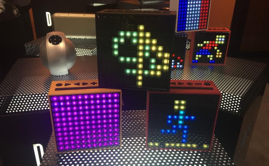 Głośniki z 8-bitowym wyświetlaczem