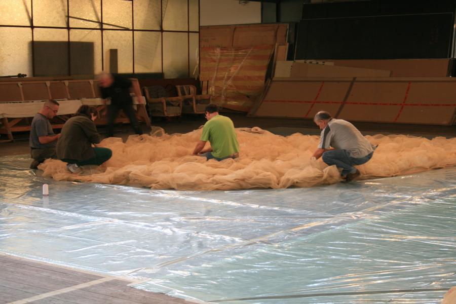 Malarnia Teatru Wielkiego. Produkcja pustyni z tiulu