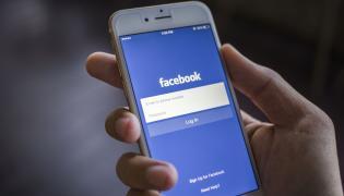 Facebook w telefonie komórkowym