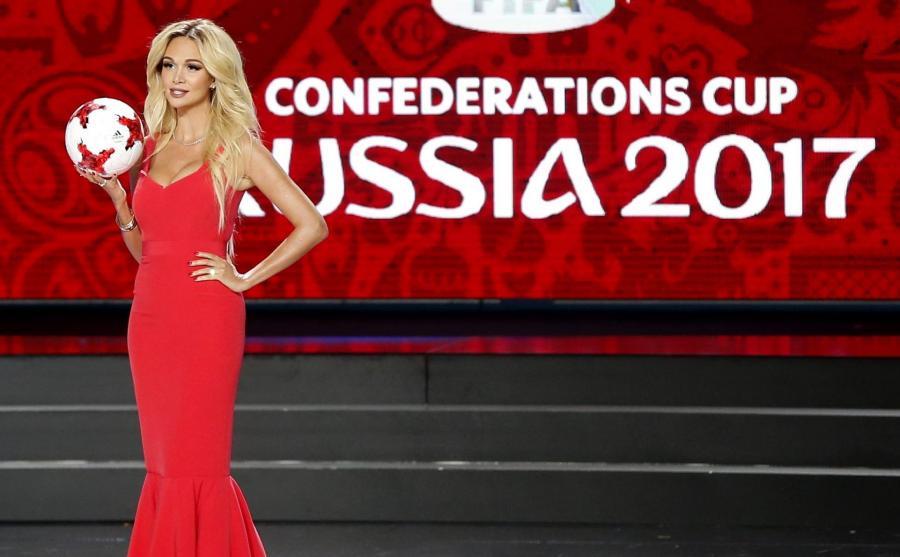 Wiktoria Łopyriewa, ambasadorka MŚ 2018, podczas ceremonii losowania Pucharu Konfederacji