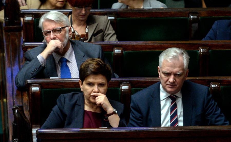 Premier Beata Szydło i jej ministrowie w ławach rządowych w Sejmie