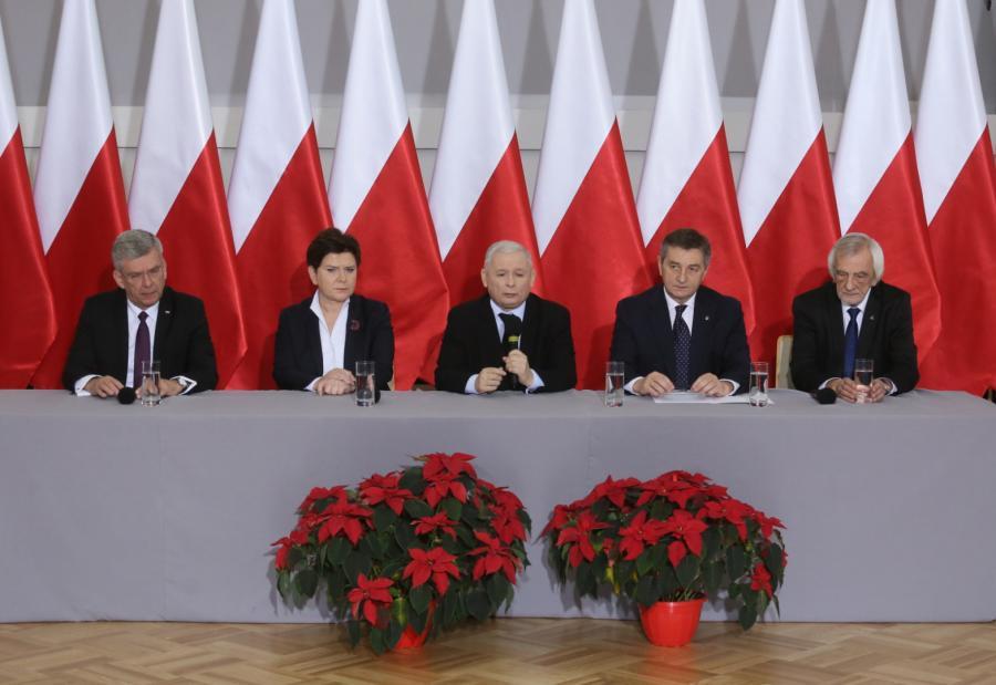 Prezes Prawa i Sprawiedliwości Jarosław Kaczyński, premier Beata Szydło, marszałkowie Sejmu Marek Kuchciński oraz Senatu Stanisław Karczewski i szef klubu parlamentarnego PiS Ryszard Terlecki