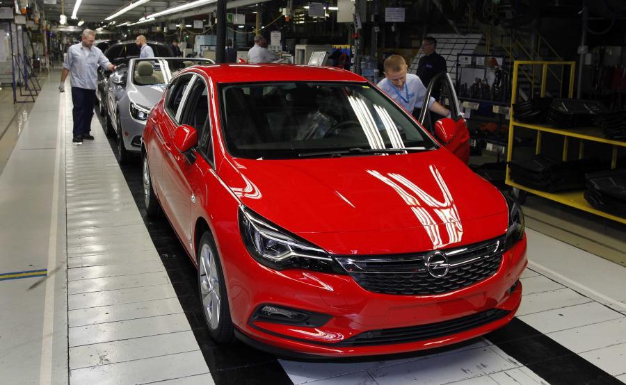 Opel astra w kolorze czerwonym i z silnikiem 1.6 Turbo/200 KM to samochód numer 200 000