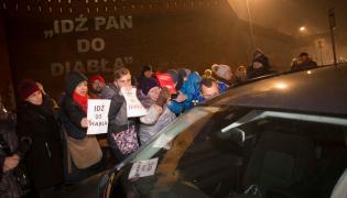 Krakowianie blokują wjazd kolumny rządowej na Wawel